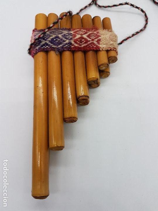 Instrumentos musicales: Preciosa flauta inca antigua hecha artesanalmente de caña en el Perú. - Foto 3 - 90401396