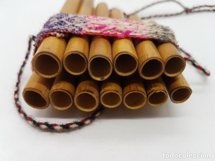 Instrumentos musicales: Preciosa flauta inca antigua hecha artesanalmente de caña en el Perú. - Foto 4 - 90401396