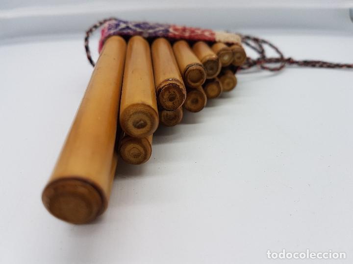 Instrumentos musicales: Preciosa flauta inca antigua hecha artesanalmente de caña en el Perú. - Foto 5 - 90401396