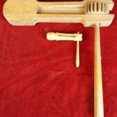 Instrumentos musicales: PAREJA DE CARRACAS. MADERA MECANIZADA. PRINCIPIOS SIGLO XX. . Lote 93009300