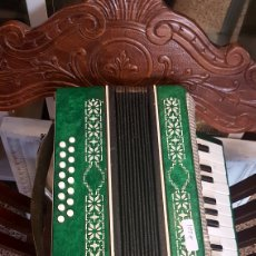 Instrumentos musicales: ACORDEON PEQUEÑO ANTIGUO. Lote 94257237