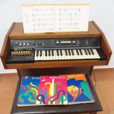 Instrumentos musicales: VINTAGE PIANO ELECTRONICO BANQUETA PARTITURAS ORGANO HAMMOND THE SOUNDER III AÑOS 1970. Lote 95462079