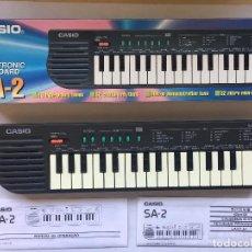 Instrumentos musicales: ANTIGUO TECLADO PIANO - CASIO SA-2 ELECTRONIC KEYBOARD - FUNCIONA - EN CAJA ORIGINAL . Lote 96666647