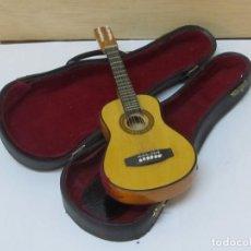Instrumentos musicales: GUITARRA ESPAÑOLA - RÉPLICA DECORATIVA DE MADERA (23 CM). Lote 114106347