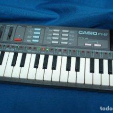 Instrumentos musicales: ÓRGANO CASIO PT - 87 DE LOS 80 CON TARJETA ROM PACK - FUNCIONA. Lote 98204611