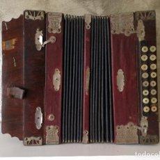 Instrumentos musicales: ANTIGUO ACORDEÓN INVENCIBLE. Lote 98144895
