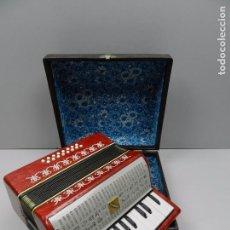 Instrumentos musicales: ANTIGUO ACORDEÓN RUSO MALIOSH TAMAÑO PEQUEÑO INFANTIL BUEN ESTADO. Lote 102402095