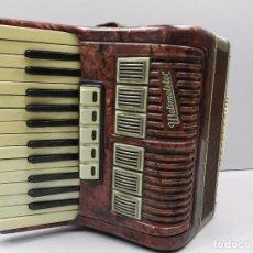 Instrumentos musicales: ANTIGUO ACORDEÓN ALEMAN WELTMEISTER BUEN ESTADO. Lote 102402127
