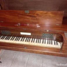 Instrumentos musicales: CLAVICORDIO DEL SIGLO XVIII, CONVERTIDO EN ESCRITORIO. Lote 104865943