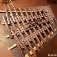 Instrumentos musicales: XILOFONO DE MADERA PORTATIL. Lote 105425343