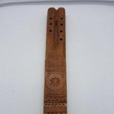 Instrumentos musicales: FANTÁSTICA FLAUTA ANTIGUA TALLADA ARTESANAMLENTE EN BULGARIA MUY DECORADA.. Lote 107284719