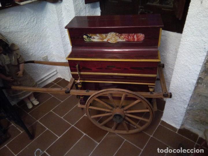 * ORGANILLO CON CARRO.VICENTE LLINARES. MANUBRIO. (RFB/E**) (Música - Instrumentos Musicales - Pianos Antiguos)
