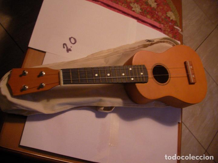 UKELELE CON FUNDA (Música - Instrumentos Musicales - Guitarras Antiguas)