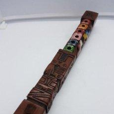 Instrumentos musicales: PRECIOSA FLAUTA ANTIGUA AZTECA TALLADA A MANO EN MADERA CON FORMAS DE TOTEMS Y POLICROMADA.. Lote 108414015
