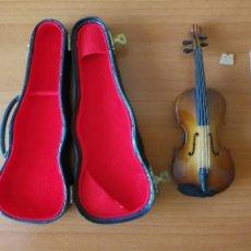 Instruments Musicaux: MAQUETA DE BIOLIN EN MINIATURA CON CUERDAS. Lote 110808379