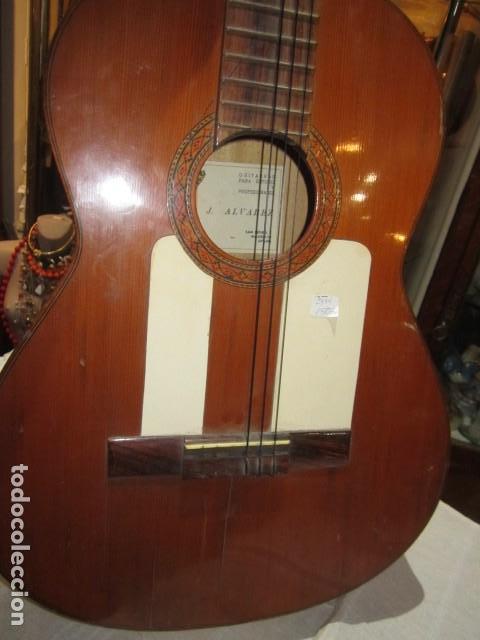 Instrumentos musicales: Guitarra española marca J. Alvarez . Medida: 1 m. de largo x 38 cms. ancho. para restaurar - Foto 3 - 110967375