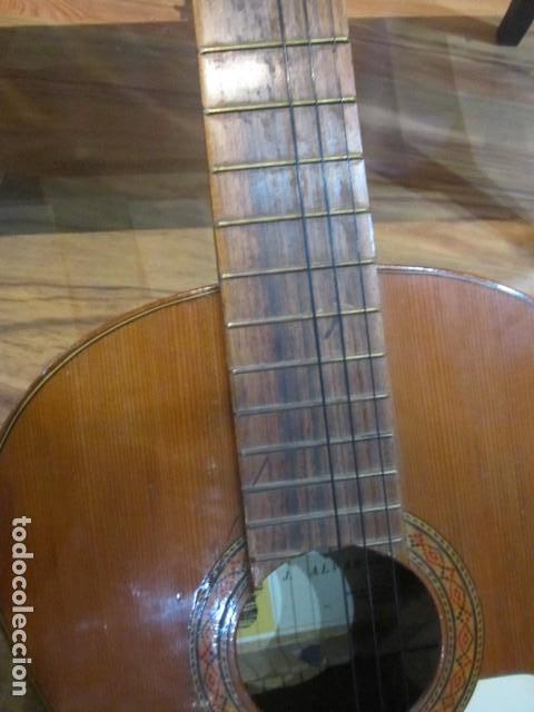 Instrumentos musicales: Guitarra española marca J. Alvarez . Medida: 1 m. de largo x 38 cms. ancho. para restaurar - Foto 4 - 110967375