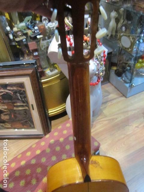 Instrumentos musicales: Guitarra española marca J. Alvarez . Medida: 1 m. de largo x 38 cms. ancho. para restaurar - Foto 6 - 110967375