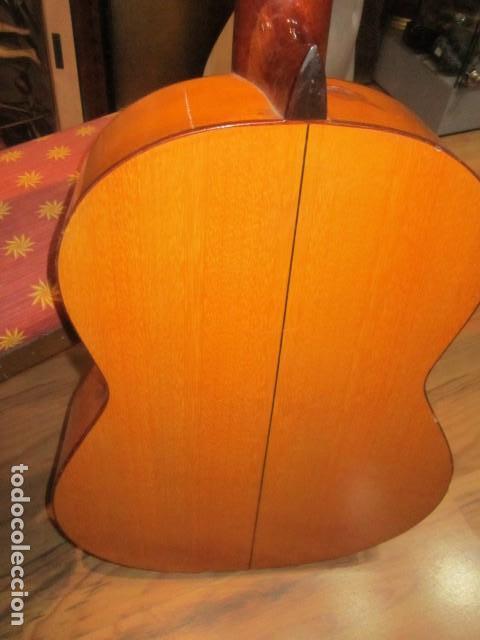 Instrumentos musicales: Guitarra española marca J. Alvarez . Medida: 1 m. de largo x 38 cms. ancho. para restaurar - Foto 8 - 110967375