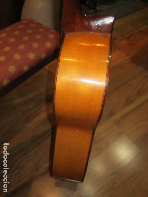 Instrumentos musicales: Guitarra española marca J. Alvarez . Medida: 1 m. de largo x 38 cms. ancho. para restaurar - Foto 9 - 110967375