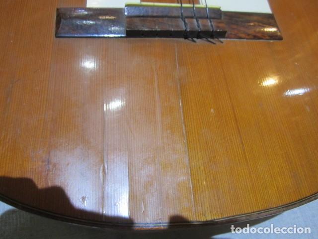 Instrumentos musicales: Guitarra española marca J. Alvarez . Medida: 1 m. de largo x 38 cms. ancho. para restaurar - Foto 11 - 110967375