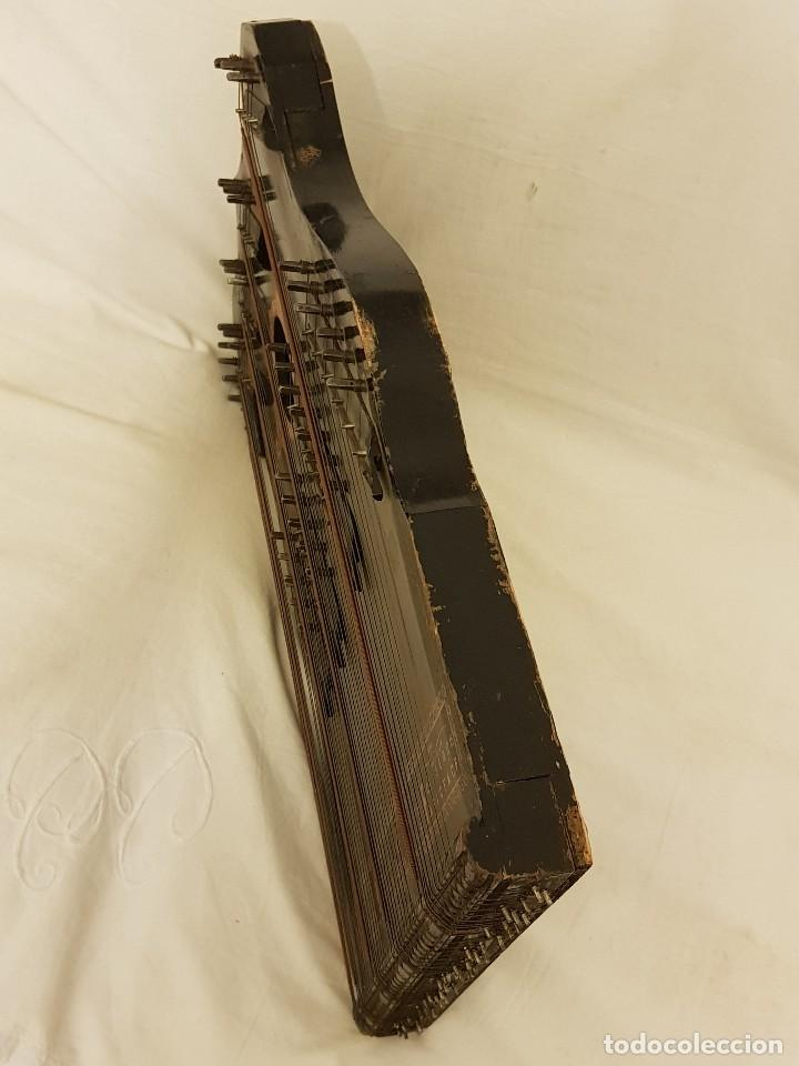 Instrumentos musicales: Cítara modelo AEOL por A. Eichler (Berlín-Nueva York). American Harp-Zither. Año 1900 - Foto 7 - 113313943