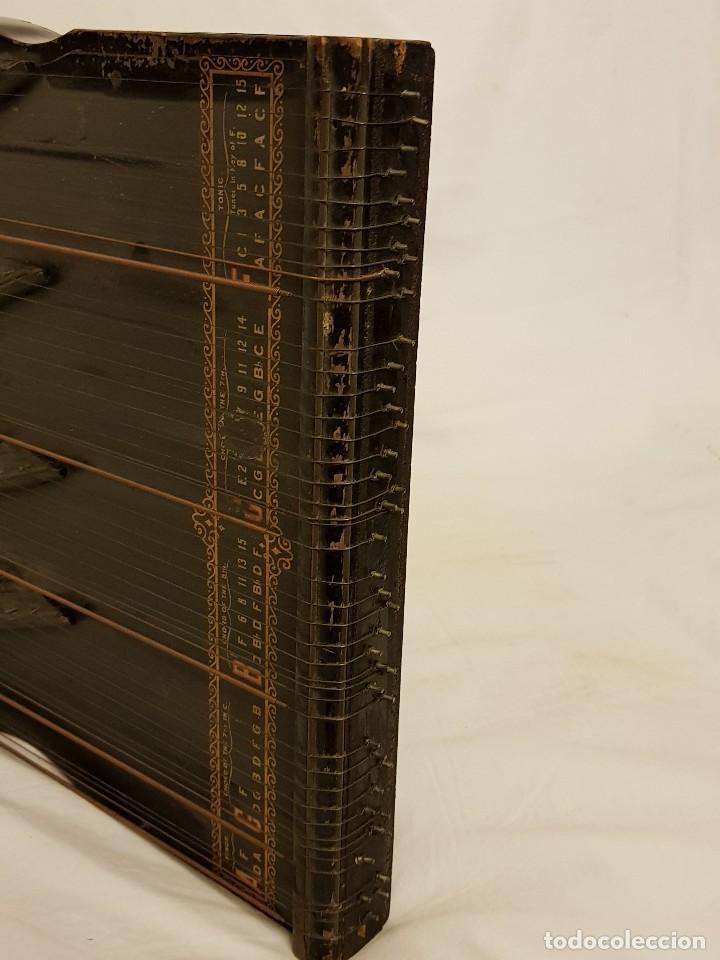 Instrumentos musicales: Cítara modelo AEOL por A. Eichler (Berlín-Nueva York). American Harp-Zither. Año 1900 - Foto 8 - 113313943
