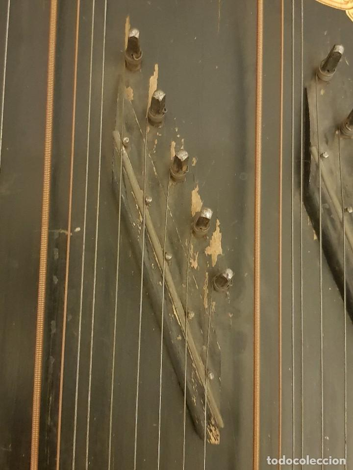 Instrumentos musicales: Cítara modelo AEOL por A. Eichler (Berlín-Nueva York). American Harp-Zither. Año 1900 - Foto 18 - 113313943