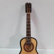 Instrumentos musicales: GUITARRA ESPAÑOLA - MINIATURA . ALTURA 15 CM. Lote 113346691