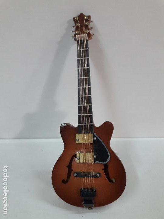 GUITARRA DE JAZZ - MINIATURA . ALTURA 15 CM (Música - Instrumentos Musicales - Guitarras Antiguas)