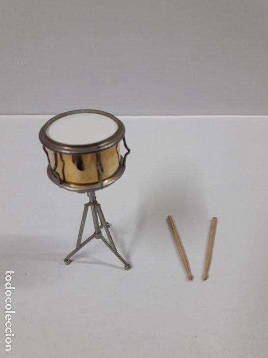 Instrumentos musicales: INSTRUMENTO DE PERCUSION CON BAQUETAS - MINIATURA . ALTURA 9,5 CM - Foto 2 - 113350755