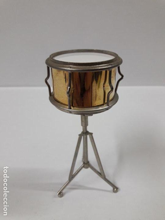 Instrumentos musicales: INSTRUMENTO DE PERCUSION CON BAQUETAS - MINIATURA . ALTURA 9,5 CM - Foto 4 - 113350755
