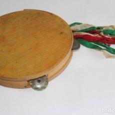 Instrumentos musicales: ANTIGUA PANDERETA PIEL TRAJE TIPICO REGIONAL CON CINTAS. Lote 114462659