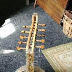 Instrumentos musicales: LAUD CON INCRUSTACIONES DE NACAR. Lote 114969600
