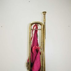 Instrumentos musicales: TROMPETA ANTIGUA O CORNETA DE METAL CON BANDERÍN . Lote 115129111