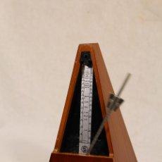 Instrumentos musicales: METRONOMO PIRAMIDAL DE MADERA GERMANY DEMOCRATIC REPUBLIC. Lote 118511199
