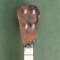 Instrumentos musicales: OUKELELE EN MINIATURA. MADERA CUBIERTA DE CAREY. INCRUSTACIONES DE NACAR. SIGLO XX. . Lote 120889927