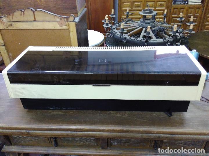 Instrumentos musicales: Antiguo Organo Magnus. En perfecto estado y funcionando - Foto 2 - 121101183