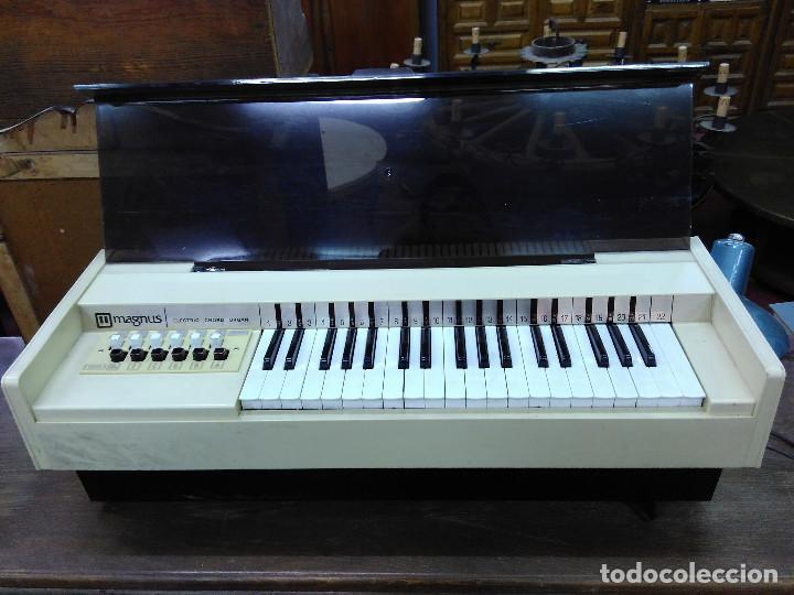 Instrumentos musicales: Antiguo Organo Magnus. En perfecto estado y funcionando - Foto 4 - 121101183