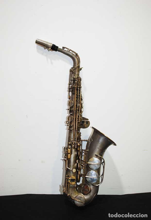 Instrumentos musicales: ANTIGUO SAXOFÓN SOLIST DELUX - Foto 2 - 121722043
