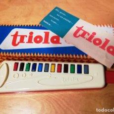 Instrumentos musicales: MELODICA TRIOLA A ESTRENAR AÑOS 60-70 INFANTIL MADE G.D.R.CON SU CAJA ORIGINAL Y PARTITURAS. Lote 165421205