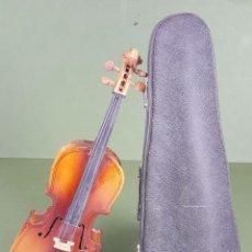 Instrumentos musicales: VIOLONCHELO DE MINIATURA. MADERA LACADA. FUNDA ORIGINAL. SIGLO XX. . Lote 122358839