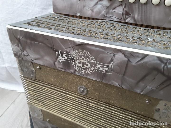 Instrumentos musicales: Pequeño acordeón Metropol. Años 30 - Foto 7 - 122918059