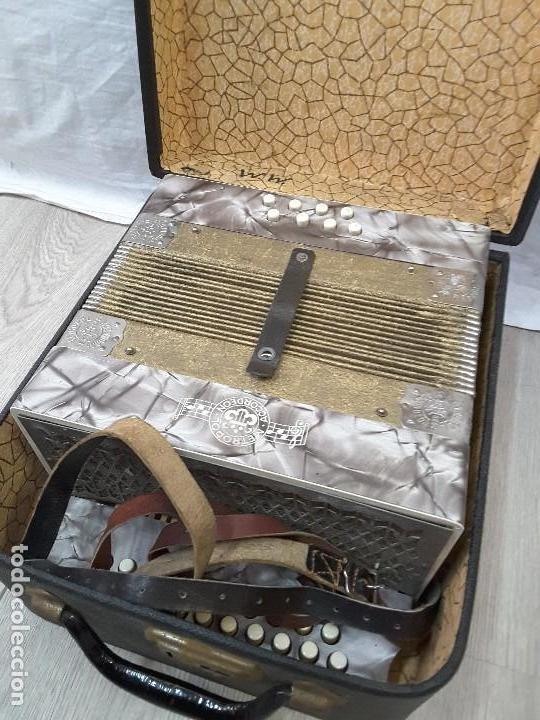 Instrumentos musicales: Pequeño acordeón Metropol. Años 30 - Foto 9 - 122918059