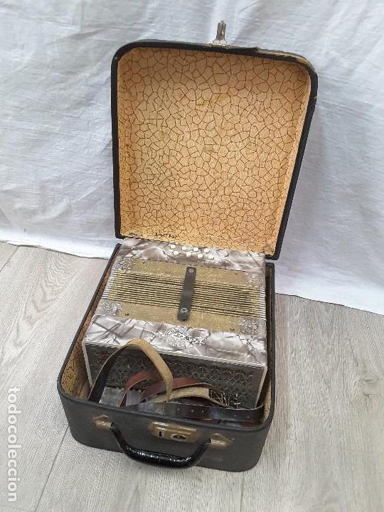Instrumentos musicales: Pequeño acordeón Metropol. Años 30 - Foto 10 - 122918059
