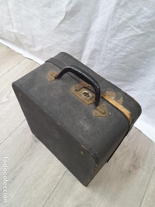 Instrumentos musicales: Pequeño acordeón Metropol. Años 30 - Foto 11 - 122918059