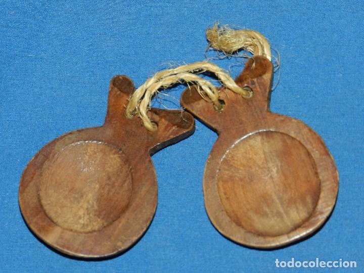 Instrumentos musicales: (BF) CASTAÑUELAS ANTIGUAS DE MADERA 8 CM, SEÑALES DE USO - Foto 3 - 124143487