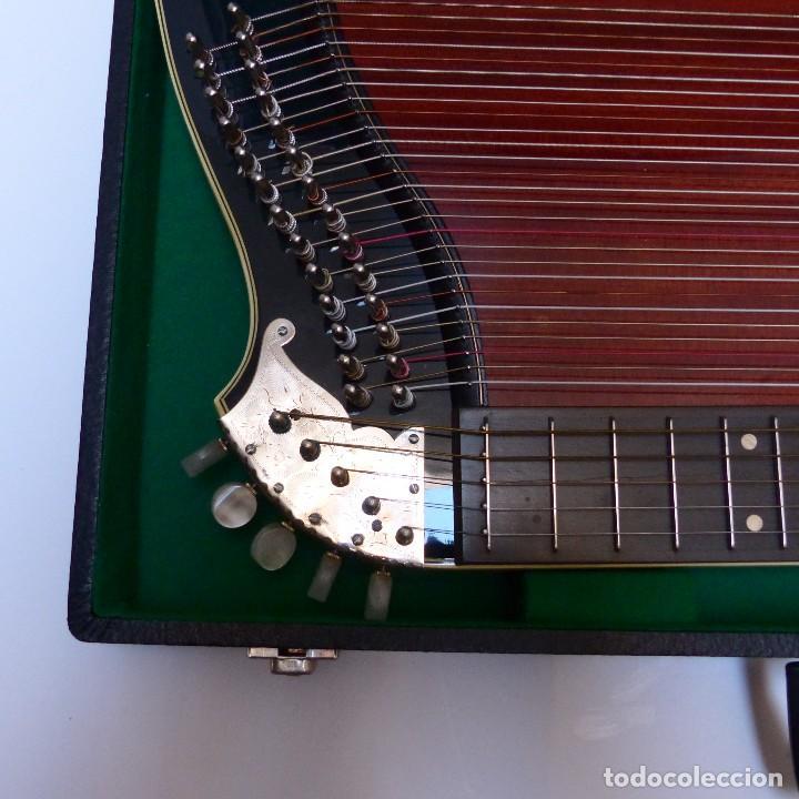 Instrumentos musicales: Estado perfecto. Antigua cítara de Gewa Mittenwald en su caja original. Alemania 1950 - 1960 - Foto 6 - 125346191
