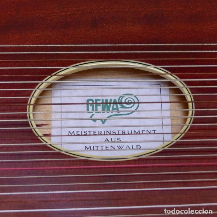 Instrumentos musicales: Estado perfecto. Antigua cítara de Gewa Mittenwald en su caja original. Alemania 1950 - 1960 - Foto 7 - 125346191