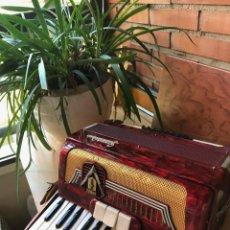Instrumentos musicales: ACORDEÓN FRONTALINI - 32 BAJOS (MUY PECULIAR) - AÑOS '60 / '70. Lote 128333751